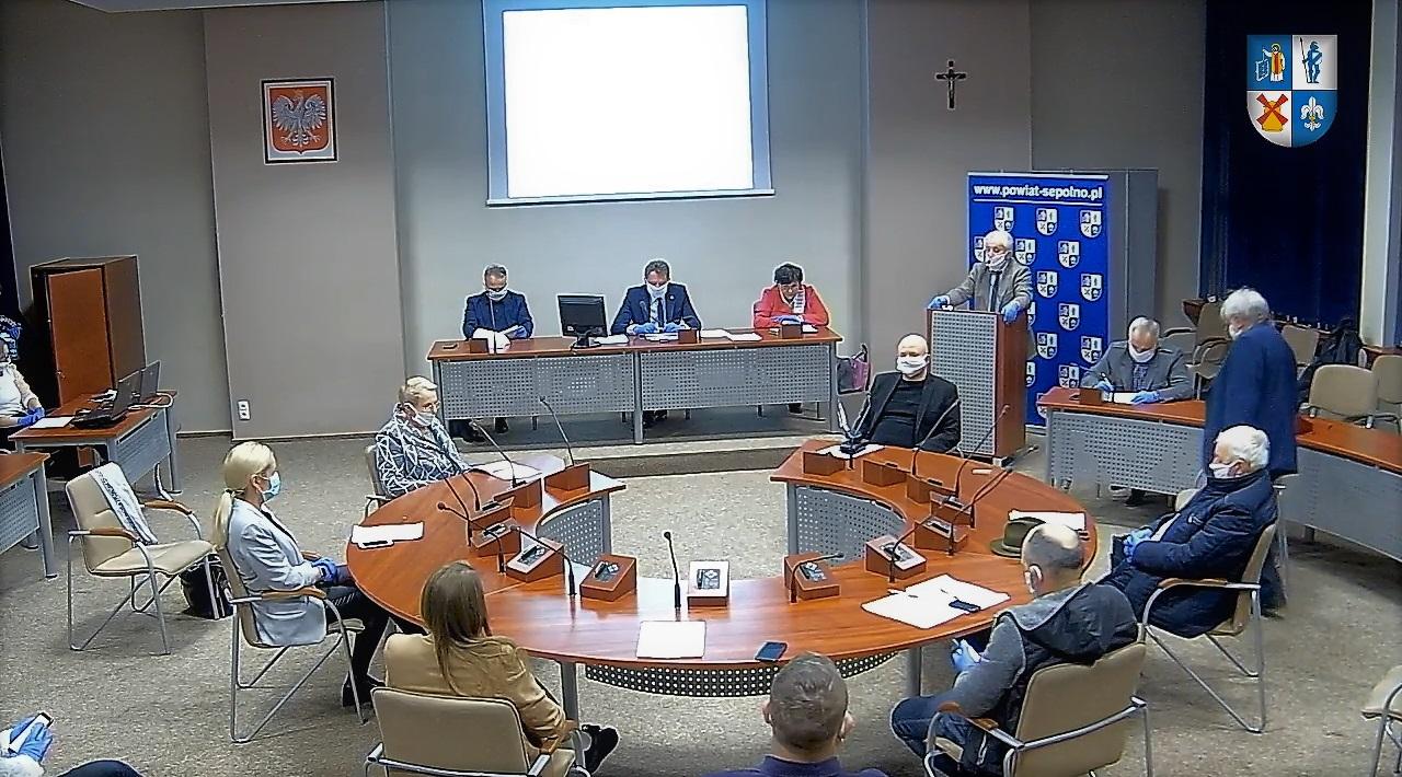 Powiat sępoleński: radni w maseczkach i rękawiczkach, sesje w ekspresowym tempie