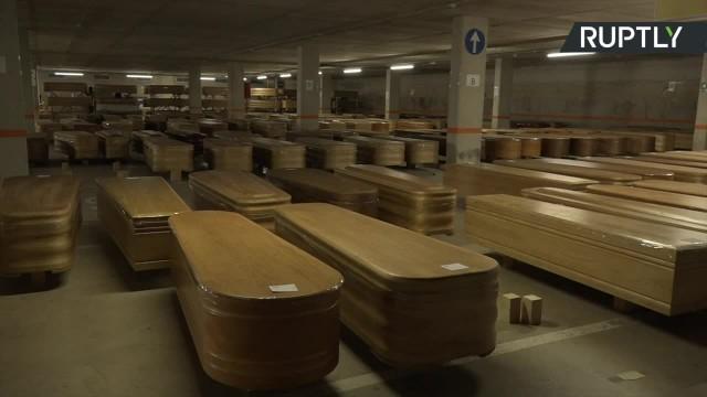 Koronawirus w Hiszpanii Podziemny parking w Barcelonie przekształcono w kostnicę. Trafi do niego prawie dwa tysiące trumien