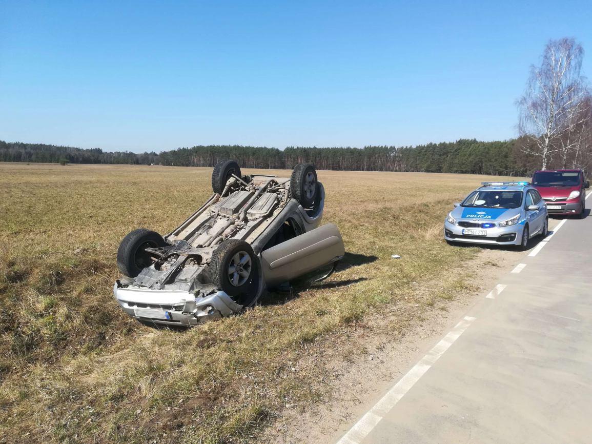 Jedna osoba ranna w wypadku w Wąglikowicach w powiecie kościerskim. Kierowca toyoty był pijany