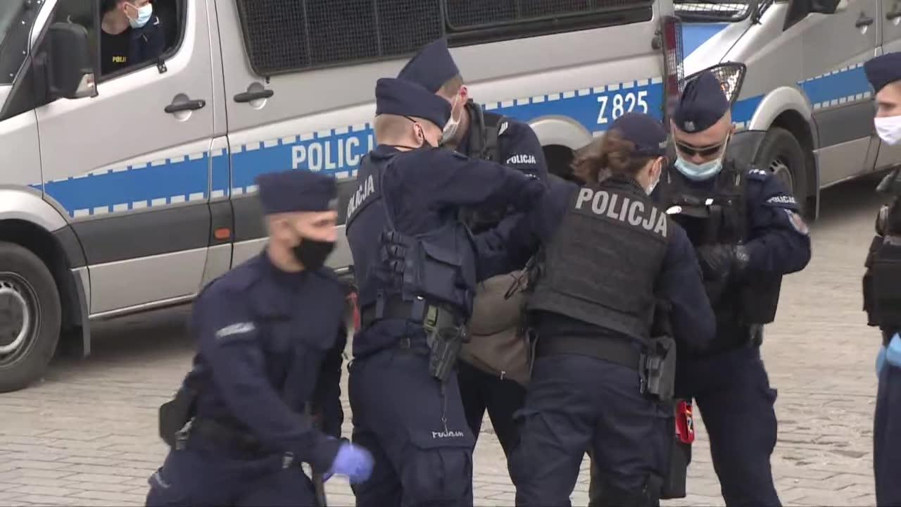 Strajk przedsiębiorców rozlał się po Warszawie. Przepychanki, zatrzymania, policja użyła gazu
