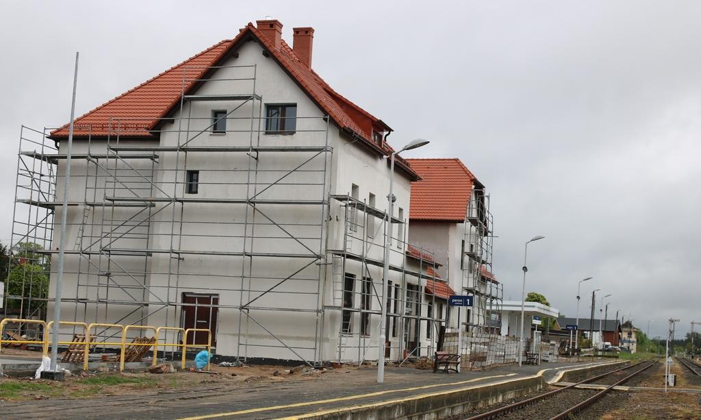 Remont dworca kolejowego w Człuchowie postępuje bez przeszkód. Zobacz aktualne zdjęcia