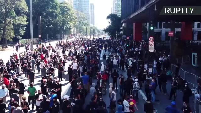 Gaz łzawiący i broń gładkolufowa. Brazylijska policja rozgoniła protest przeciwko prezydentowi J. Bolsonaro