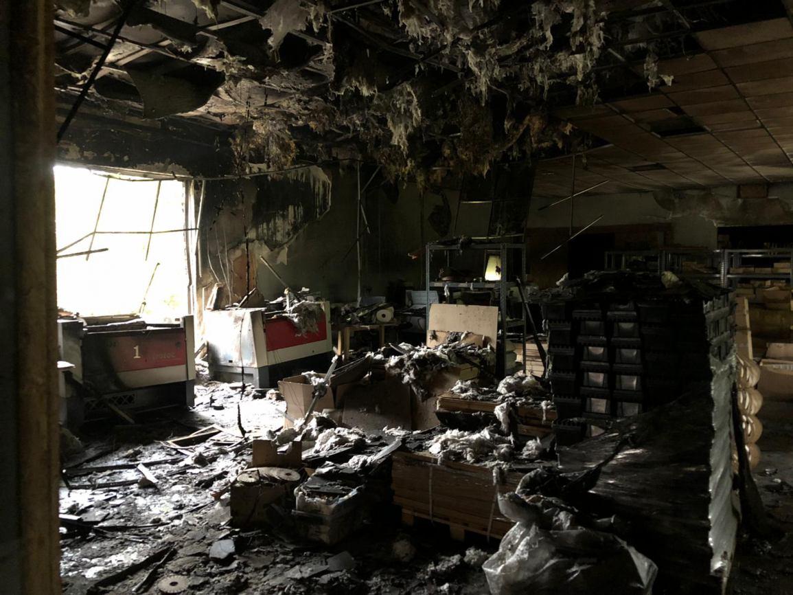 Pożar w Fajnej Fabryce w Czarnem. Właściciele wycenili straty na 1,5 mln zł FOTO