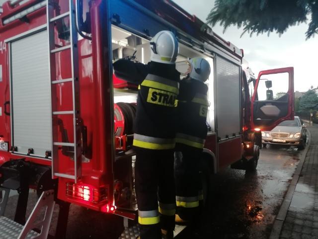 Zalane ulice Tucholi i pożar budynku gospodarczego w Wielkiej Kloni