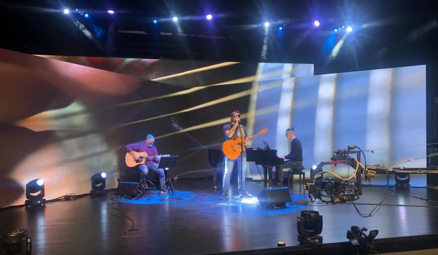 Dziś 19.06 w Chojnickim Centrum Kultury kolejny koncert online - na scenie zespół MPDwa
