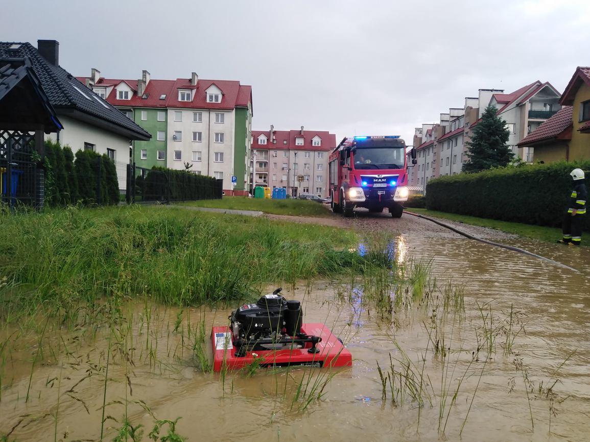 25 interwencji związanych z usuwaniem skutków intensywnego deszczu odnotowali wczoraj strażacy z powiatu kościerskiego