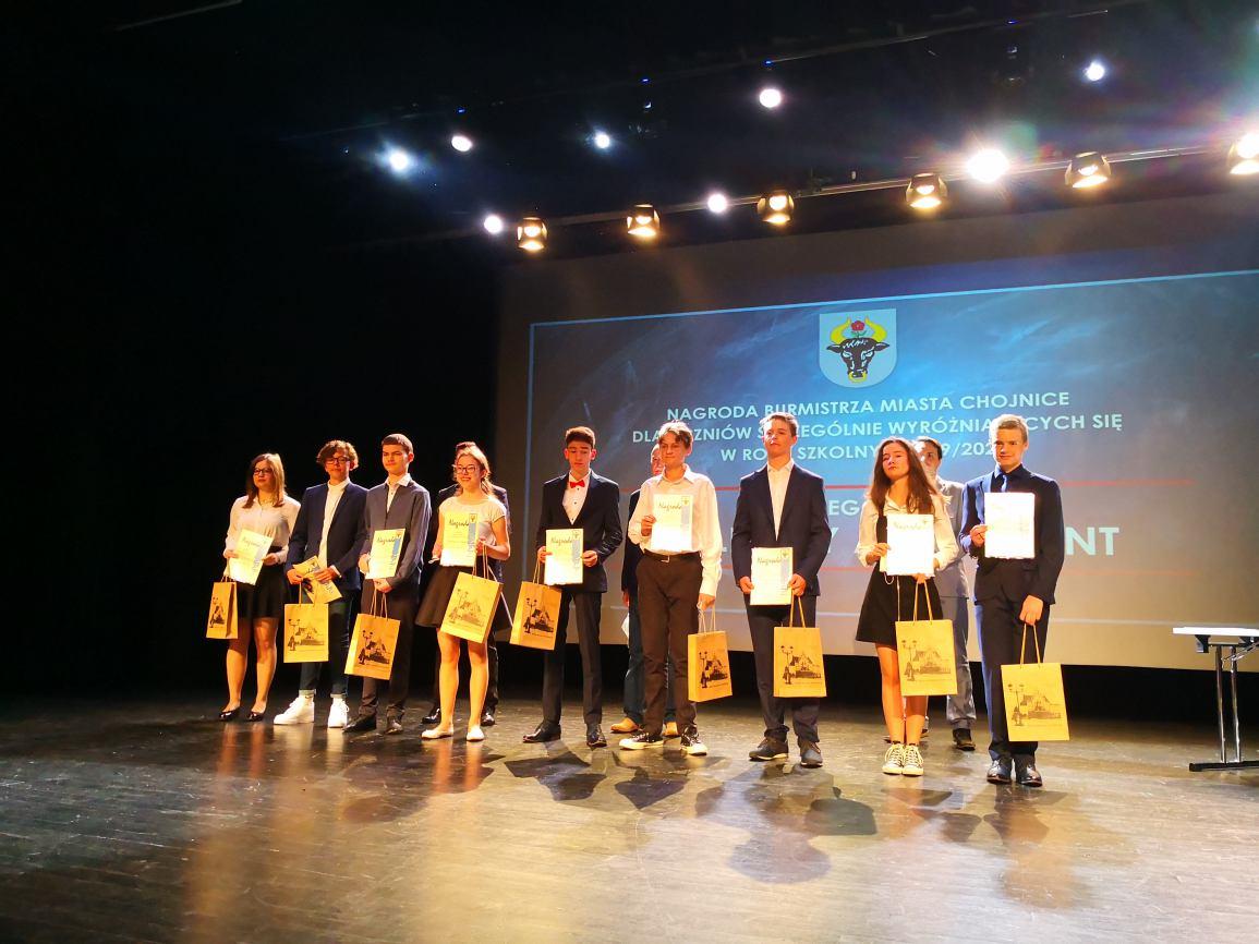 Nagrody Burmistrza dla najlepszych uczniów w roku szkolnym 2019/2020