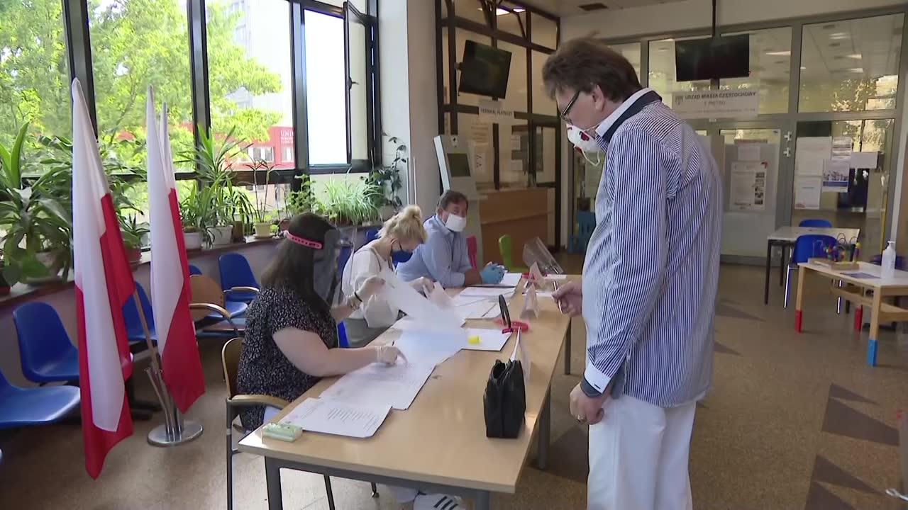 Trwa głosowanie w I turze wyborów prezydenckich. Obowiązkowe maseczki i dezynfekcja rąk