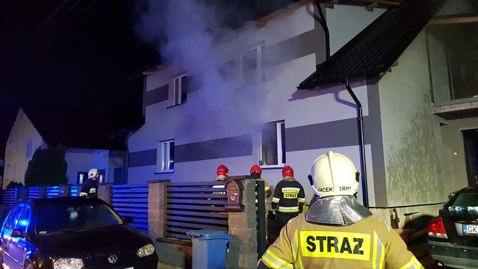 6 zastępów straży gasiło pożar budynku mieszkalnego w Kościerzynie