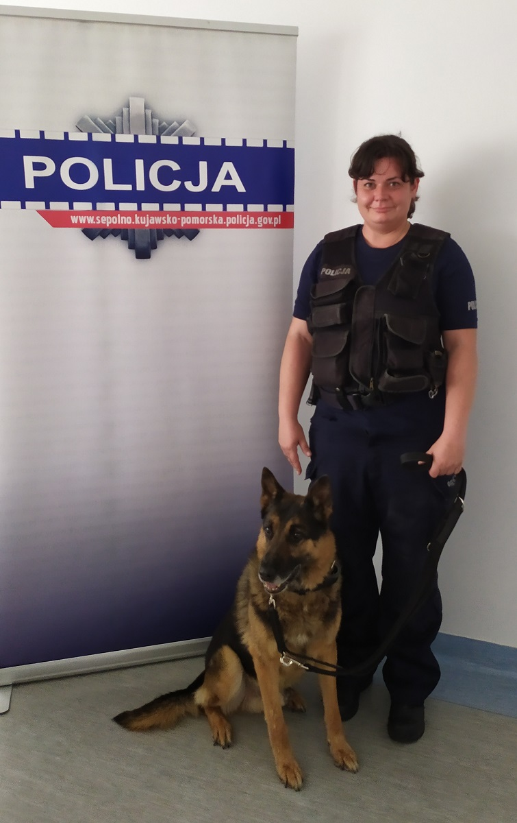 Funkcjonariusz Reks z Komendy Powiatowej Policji w Sępólnie Krajeńskim odchodzi na emeryturę
