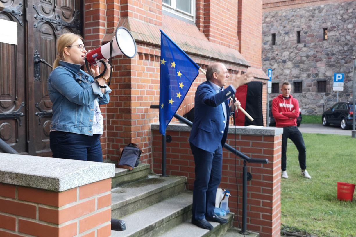 W Bytowie odbył się protest przeciwko obecnej sytuacji politycznej w Polsce FOTO