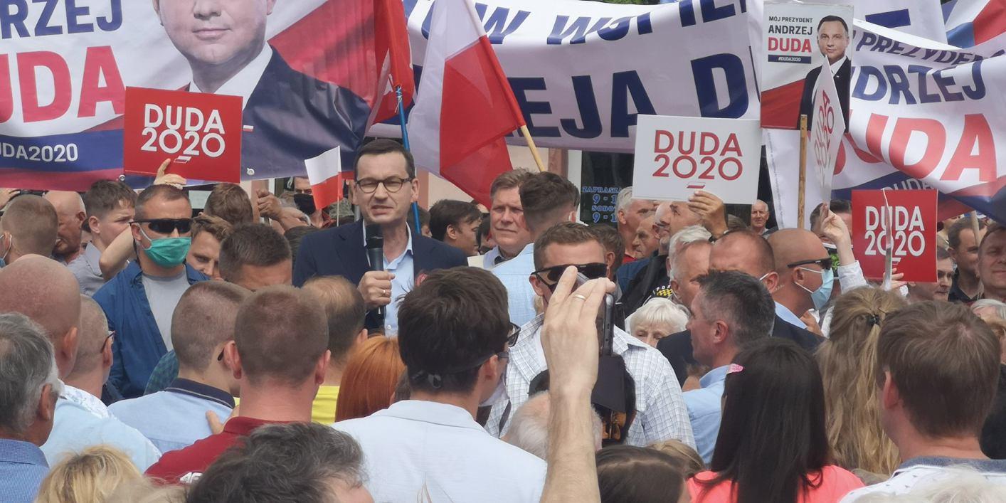 Premier Morawiecki w Bytowie o Trzaskowskim To jest łgarz, to jest kuglarz