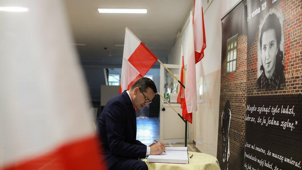 Oprócz Chojnic i Bytowa premier Mateusz Morawiecki odwiedził w niedzielę także Czarne