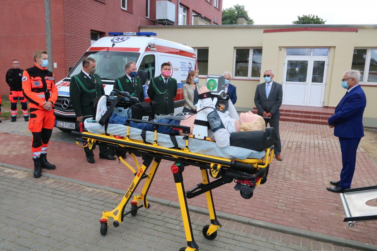 Ratownicy medyczni z człuchowskiego szpitala mają nowy masażer serca i defibrylator FOTO