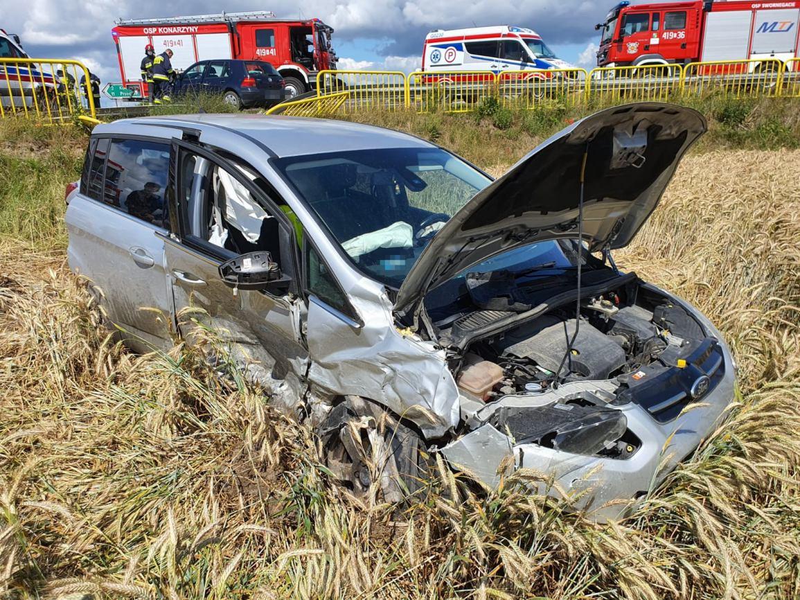 Pięć osób poszkodowanych w wypadku na skrzyżowaniu w Konarzynkach. Ruch odbywa się już wahadłowo FOTO