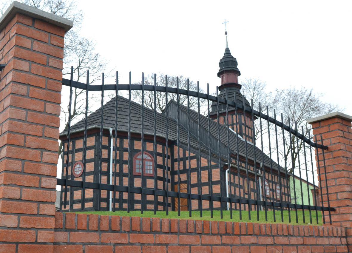Proboszcz parafii w Czarnem odsunięty od pełnienia obowiązków duszpasterskich. Czy ma to związek z zabójstwem w Krzemieniewie?
