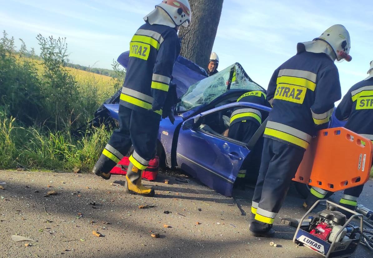 Wypadek na trasie Debrzno - Główna. Kierowca był zakleszczony w pojeździe FOTO