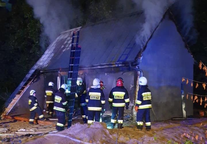Pożar domu w miejscowości Orle, w powiecie kościerskim. Straty wstępnie oszacowano na 200 tys. zł