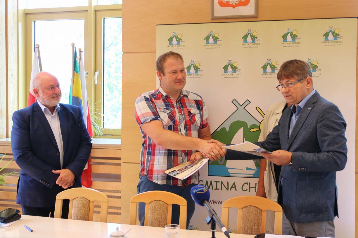 Łącznie mamy do nabicia 104 pale, będą nabijane z wody Umowa na przebudowę molo w Charzykowach podpisana