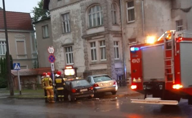 Trzy osoby ucierpiały w dwóch zdarzeniach drogowych w Chojnicach. Sprawcą jednego z nich był kierowca bez uprawnień
