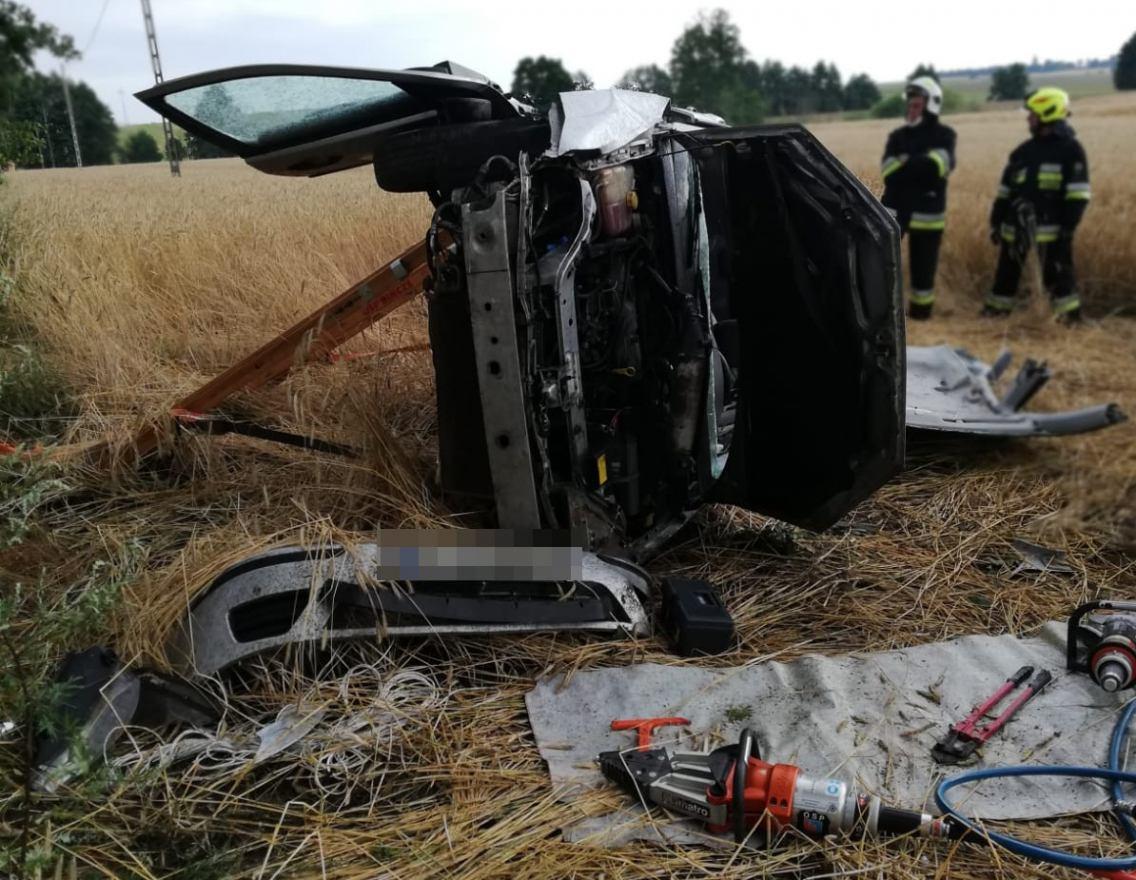 Wypadek na drodze wojewódzkiej nr 201. Pomiędzy Barkowem a Bińczem doszło do dachowania samochodu