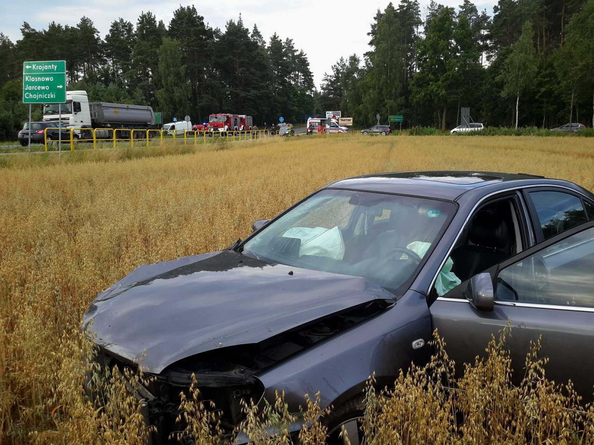 Zderzenie trzech samochodów na drodze wojewódzkiej nr 235 Chojnice - Brusy. Dwie osoby poszkodowane