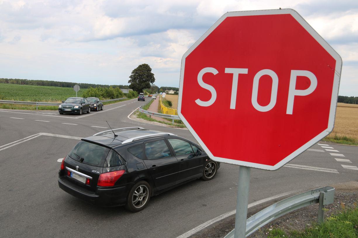 ZDW zajął się skrzyżowaniem dróg 236 i 212 w Konarzynkach. Na razie będzie nowe oznakowanie