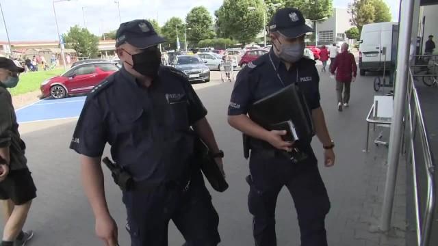 &bdquoTo dla naszego dobra, a nie przeciwko nam&rdquo. Gdańska policja pilnuje nakazu noszenia maseczek