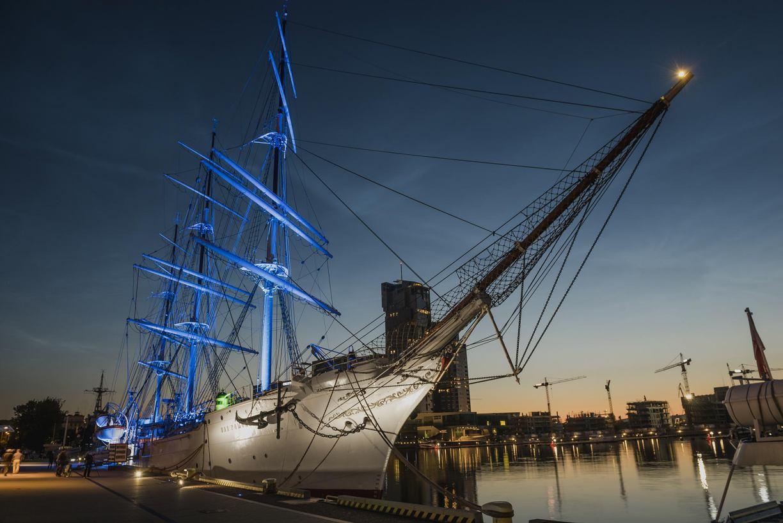 Powiat tucholski ma statuetkę dla dyrektora Narodowego Muzeum Morskiego. Wręczy ją na pokładzie Daru Pomorza