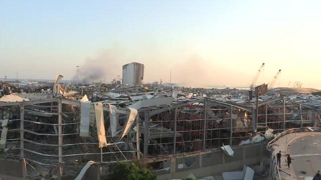 Całkowicie zniszczone budynki w dzielnicy portowej. Skutki eksplozji w stolicy Libanu