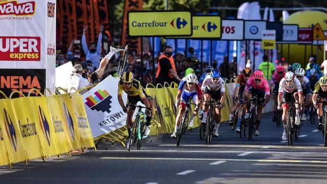 Koszmarny wypadek na mecie I etapu Tour de Pologne. Poszkodowany kolarz w śpiączce