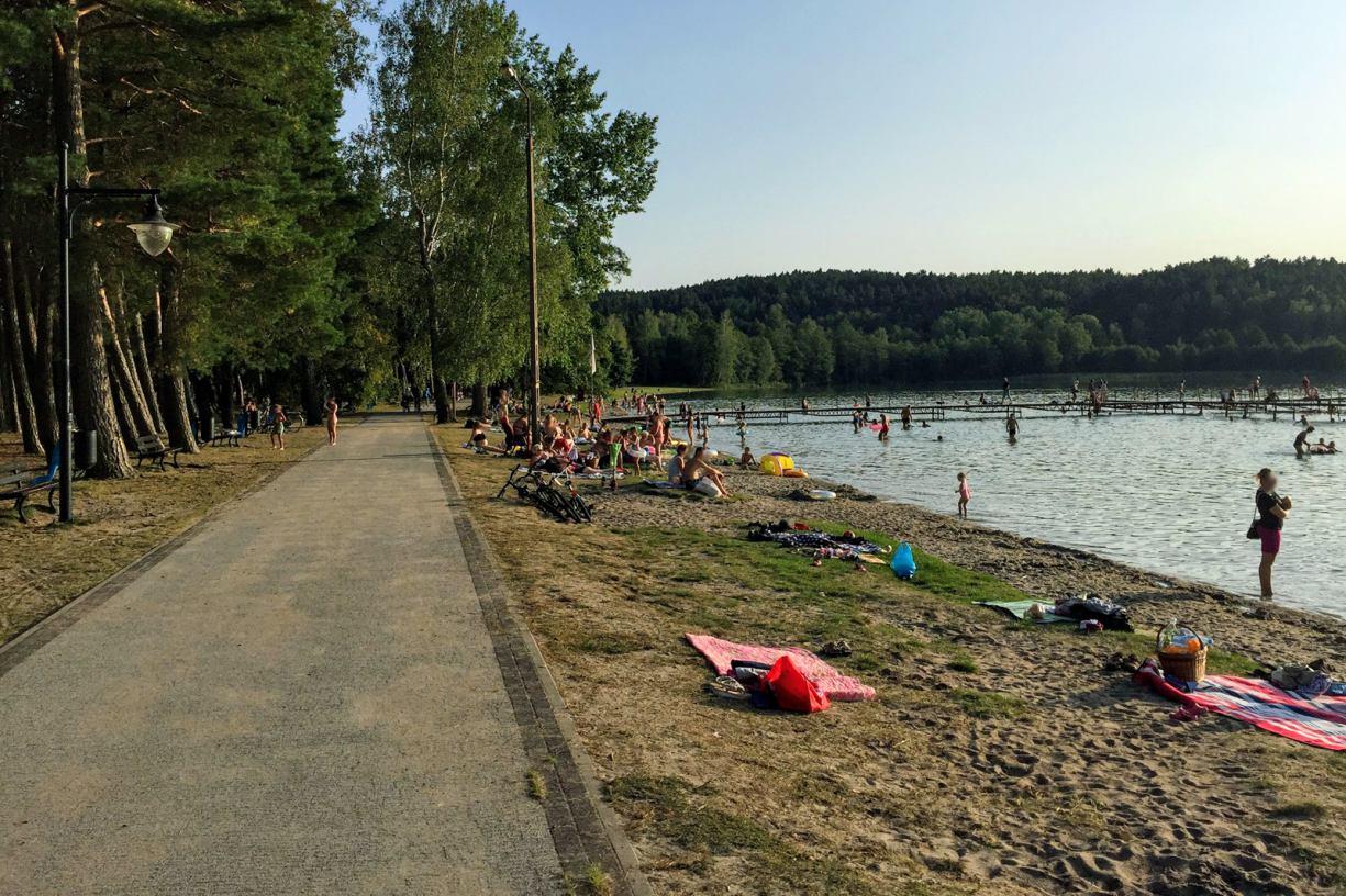 Dwa rowery wodne utonęły w Jeziorze Wielewskim. Ktoś celowo wykręcił korki zabezpieczające pływaki
