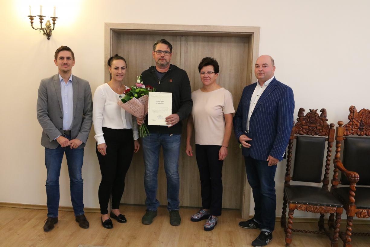 Strażak z Debrzna Piotr Pachura uhonorowany przez przedsiębiorców i samorząd
