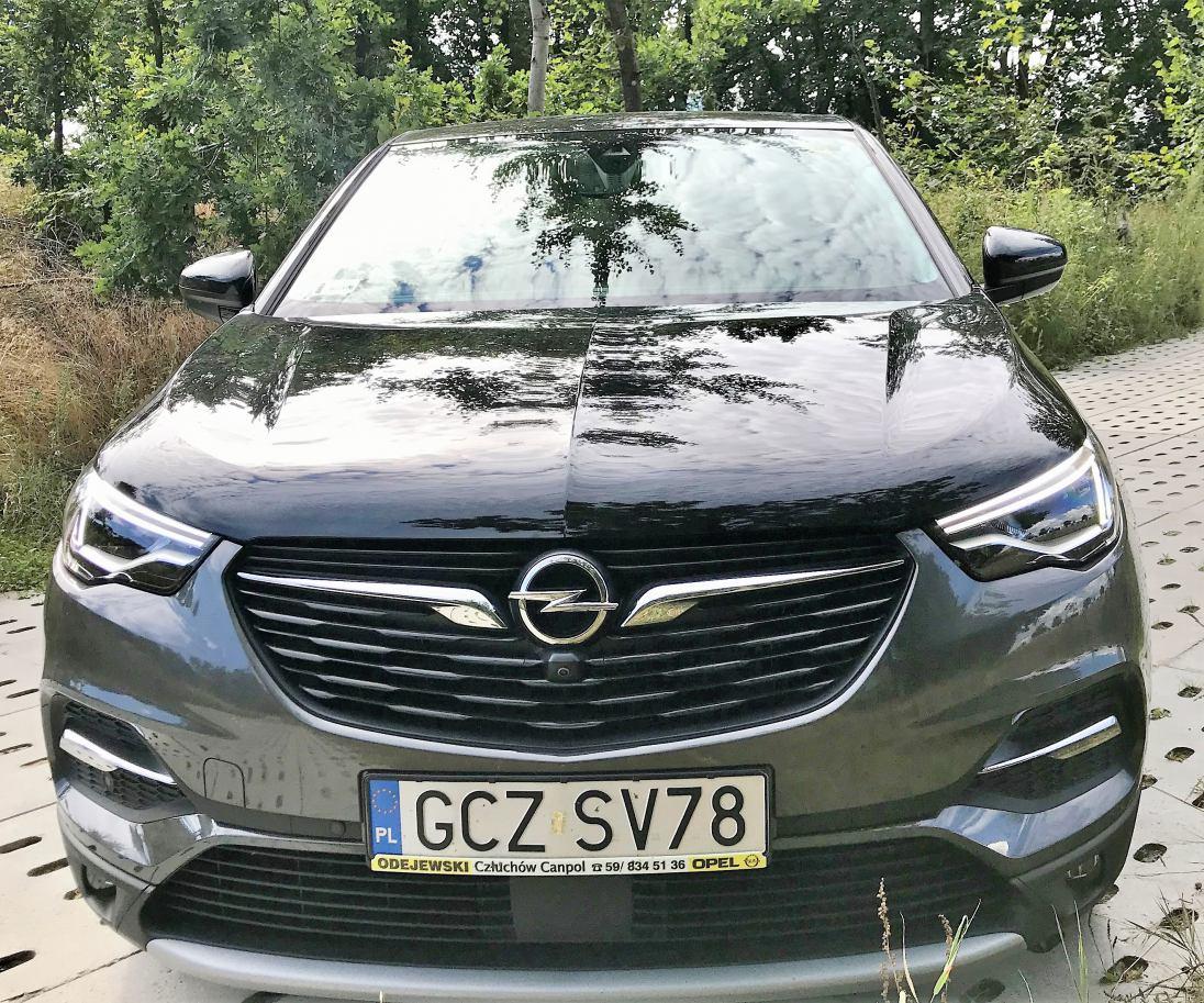 Hybrydowy sprinter. Opel Grandland X, którego podładujesz z gniazdka.
