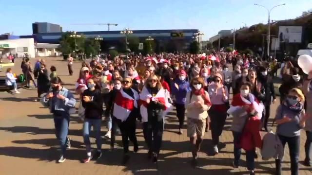 Milicja i OMON rozbiły marsz kobiet w Mińsku. Co najmniej 340 zatrzymanych