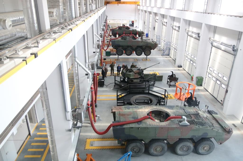 Największa i najnowocześniejsza w polskim wojsku hala naprawy Rosomaków powstała w Czarnem FOTO