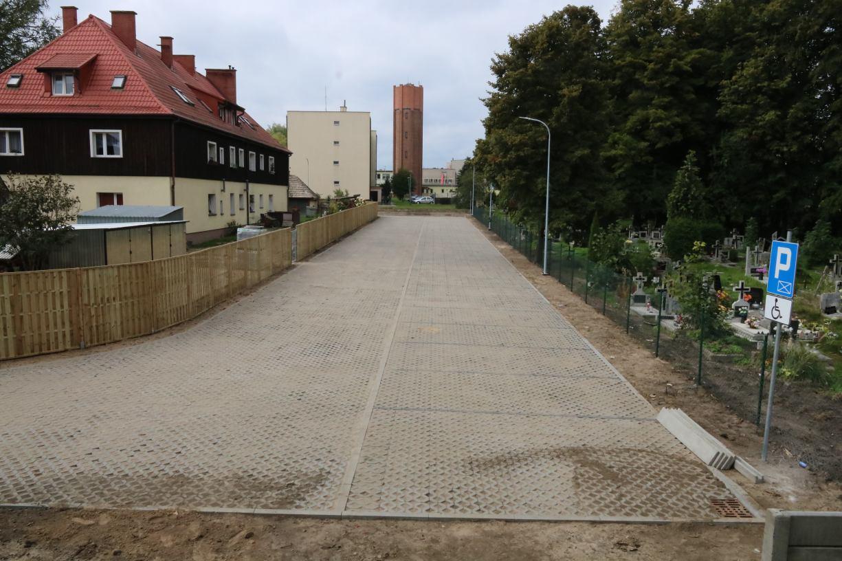W okolicach Miejskiego Domu Kultury w Człuchowie powstało 67 nowych miejsc parkingowych