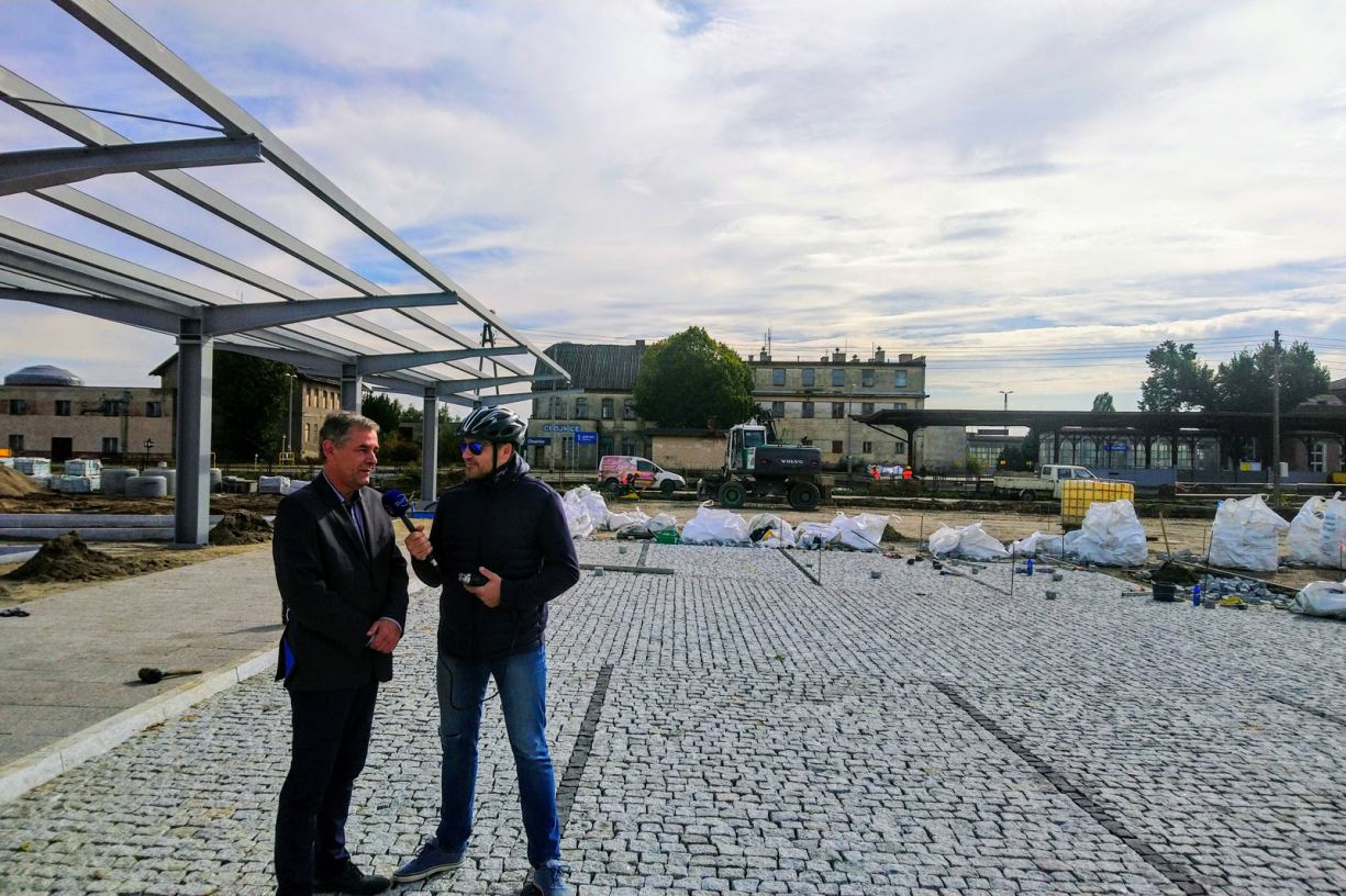 Termin zakończenia budowy nowego dworca autobusowego w Chojnicach przesunięty. Było sporo problemów