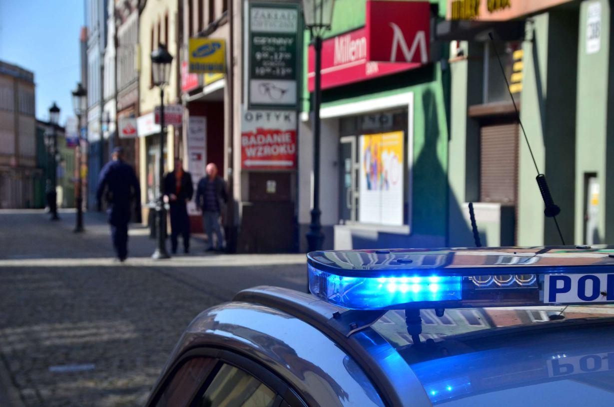 Czas próśb się skończył. Policja w regionie sprawdza, czy mieszkańcy przestrzegają restrykcji związanych z epidemią