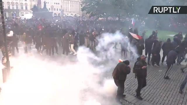 Brutalne starcia kibiców z policją na ulicach Pragi. Czescy fani protestowali przeciwko covidowym obostrzeniom