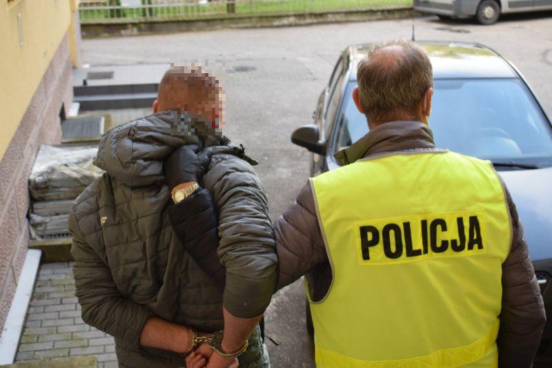 Areszt dla 31-letniego mieszkańca gminy Czersk. Mężczyzna jest podejrzany o kradzież zuchwałą i rozbój