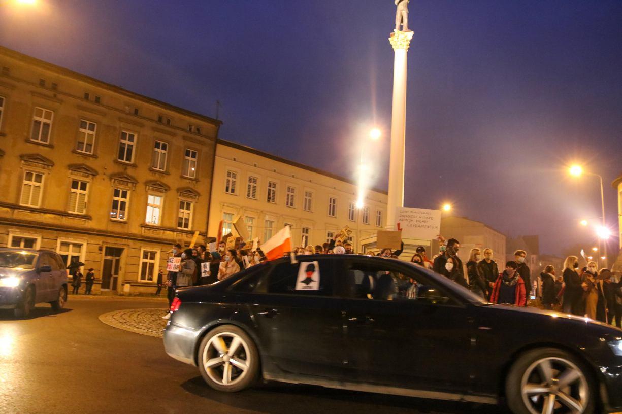 Na piechotę i w samochodach. Dziś w Chojnicach kolejny Protest Kobiet. Będą utrudnienia w ruchu