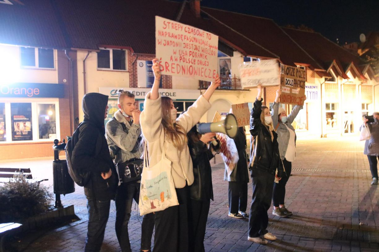 W czwartek w Czersku odbył się pierwszy protest przeciw zaostrzeniu prawa aborcyjnego FOTO