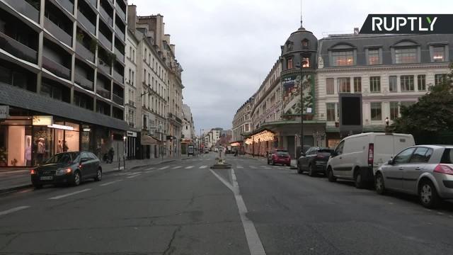 Zamknięte sklepy i pustki na ulicach. Paryż na przymusowej kwarantannie