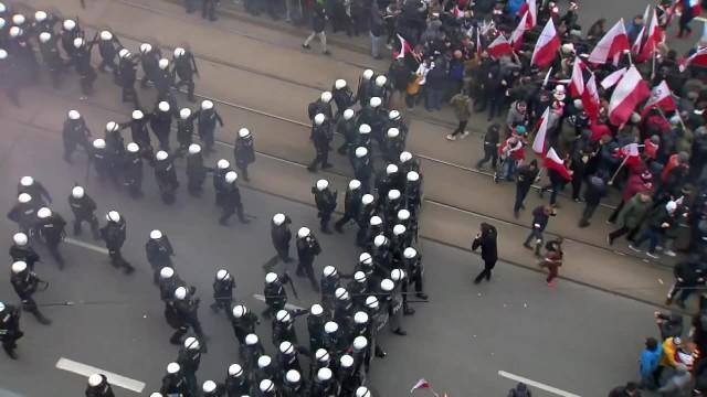 Zamieszki podczas Marszu Niepodległości. Doszło do starć z policją