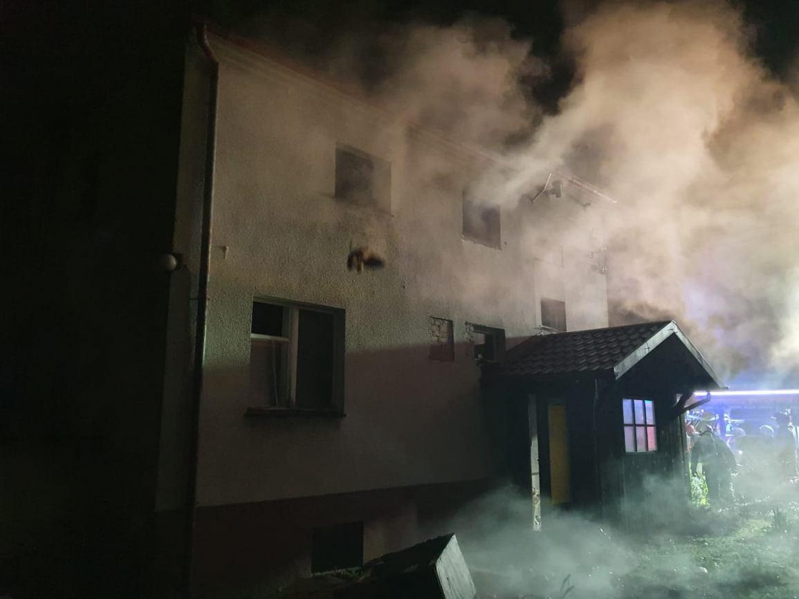 Burmistrz Brus apeluje o pomoc dla pogorzelców, których dom palił się w nocy z poniedziałku na wtorek