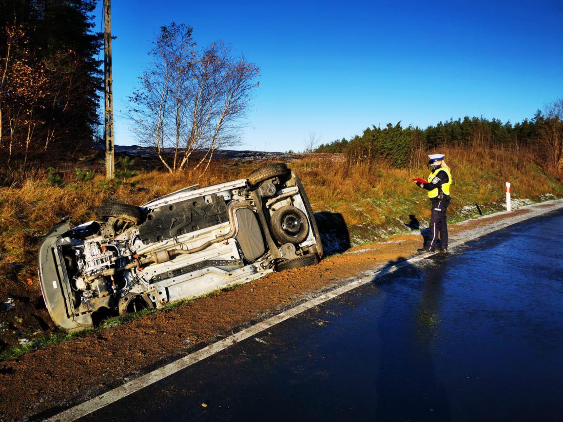 Dwa samochody osobowe zderzyły się w piątek rano na drodze wojewódzkiej 212 z Bytowa do Chojnic