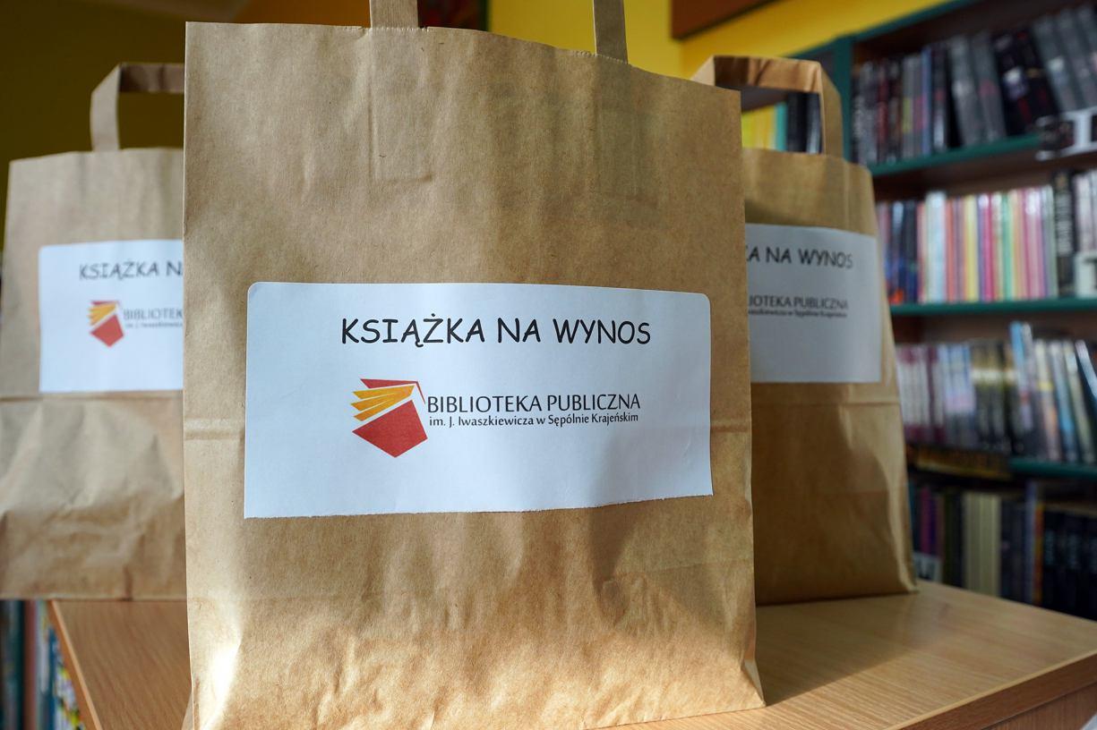 W Bibliotece Publicznej w Sępólnie Krajeńskim można zamawiać książki na wynos