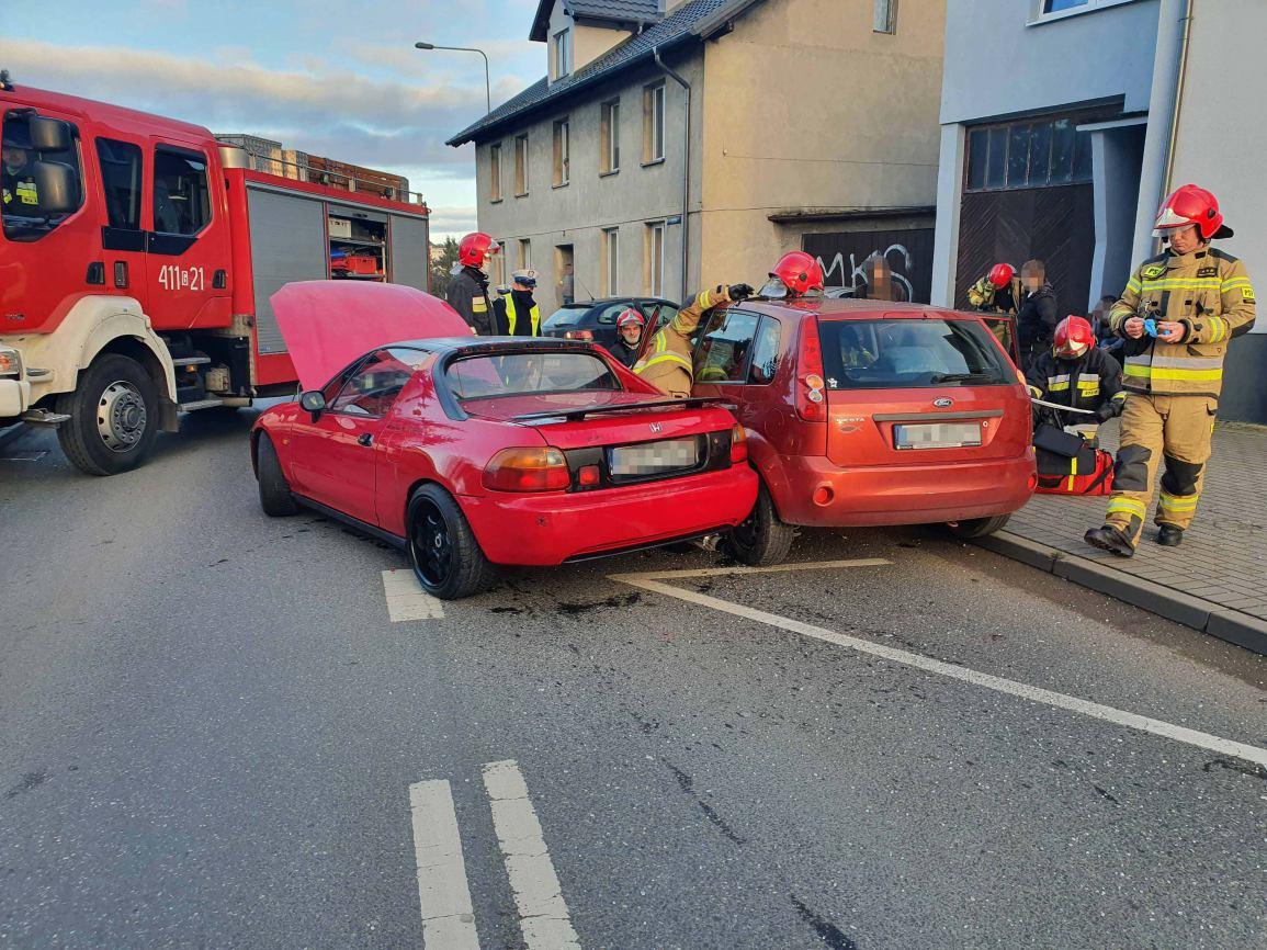 Zderzenie dwóch samochodów na ulicy Zielonej w Chojnicach. Jedna osoba została poszkodowana