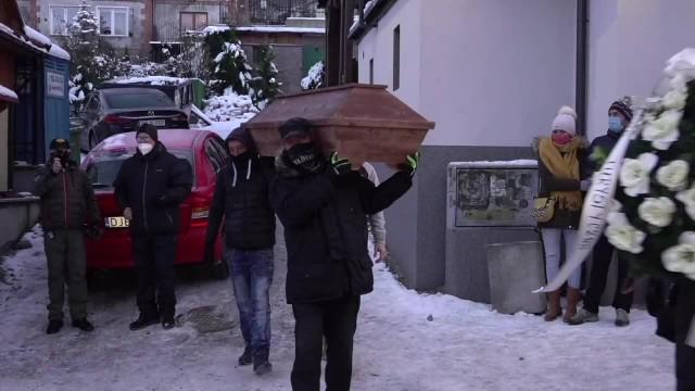 U nas wszystko będzie zamknięte, a będzie otwarte w Austrii i Czechach. Symboliczny pogrzeb branży turystycznej w Karpaczu